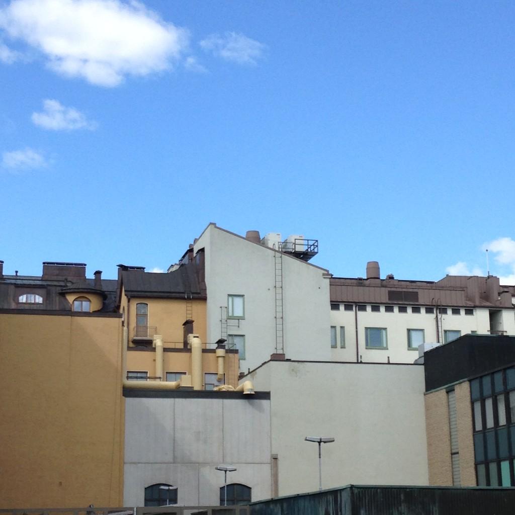 There aren't too many places in Tampere with this kind of views. And look at those penthouse windows! (Tällaisia näkymiä ei Tampereella monessa paikka näe. Ja huomaa nuo kattohuoneiston ikkunat!)